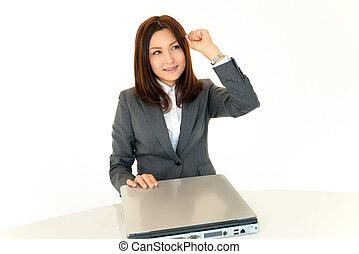 미소 여자, 사업