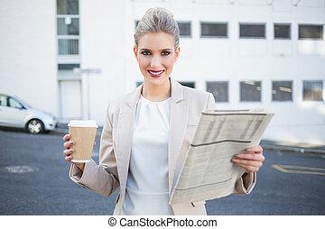 미소, 유행, 여자 실업가, 보유 신문, 와..., 커피
