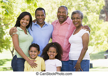 미소 짓고 있는 것, 확장된다, 공원, 가족