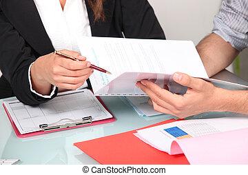 밖으로 서류 작성, 문서 업무