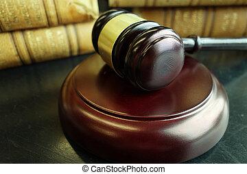 법률 서적, 와..., 작은 망치