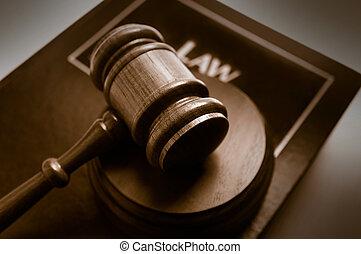 법정, 작은 망치, 의 위에, a, 법률 서적