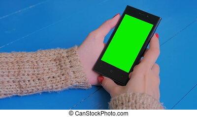 복합어를 이루어 ...으로 보이는 사람, 스크린, smartphone, 녹색, 여자