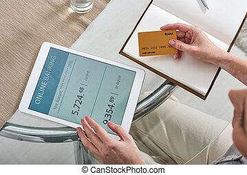 복합어를 이루어 ...으로 보이는 사람, 온라인의, 여자, 은행, 그녀, 손, 완전히, 계정, 변하기 쉬운, 나이 적은 편의