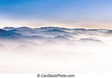 봄 안개가 덮인, 산, 언덕, 조경술을 써서 녹화하다, 세부사항 전망