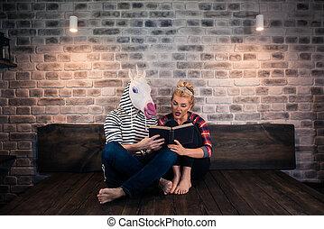 비범한, 한 쌍, 책을 읽는, 에서, 유행, 아파트