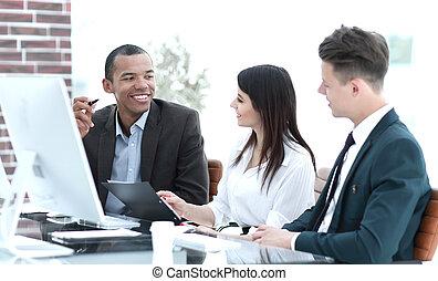 비즈니스 팀, 함께 일하는, 책상에서, 에서, 창조, 사무실
