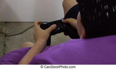 비탄, 소년, 노는 것, 비디오 게임, 와, a, 조종간, 상세한 묘사, 의, 아이들, 손
