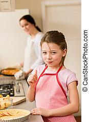 빵 굽기, 위로 엄지손가락, 파이, 어린 소녀, 애플