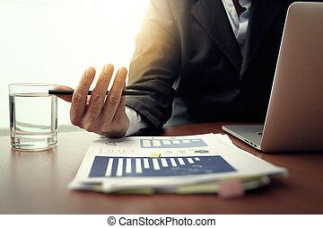 사업 문서, 통하고 있는, 사무실, 테이블, 와, 똑똑한, 전화, 와..., 디지털 알약, 와..., 그래프, 사업, 도표, 와..., 남자, 일, 에서, 그만큼, 배경