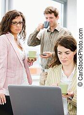 사업, -, 사무실 생활