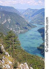 산, 강 조경, 자연