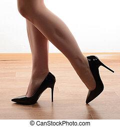 상세한 묘사, 의, 나이 적은 편의, 여성의 것, 다리, 에서, 높 뒤축을 대는, 검정, 구두