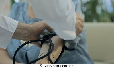 상세한 묘사, 의, 의사, 그리고 그 사람은, 은 측정한다, 그만큼, 압력, 의, 그만큼, 환자