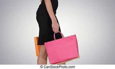 상점, 은 자루에 넣는다, 걷기, 쇼핑하고 있는 여성, 경사, 나이 적은 편의, 배경., 나가