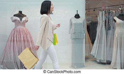 상점, 은 자루에 넣는다, 쇼핑하고 있는 여성, 복합어를 이루어 ...으로 보이는 사람, 창문, 인력이 있는