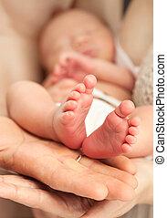 새로 태어난 아기, 엄마의 군사에