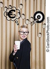 생각하는 여성, 위로 보는, 통하고 있는, 돈, 표시, 에서, 거품, 와..., 밑그림, target., 돈, 개념, 통하고 있는, 디자인, 배경, 와, lamps.