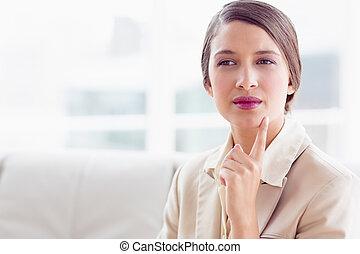 생각, 여자 실업가, 소파에 앉아 있는 것