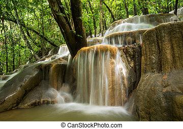 석회암, 폭포, 에서, 그만큼, 열대 다우림, thailand.