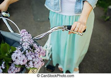 소녀, 구, 자전거에서, 와, 꽃