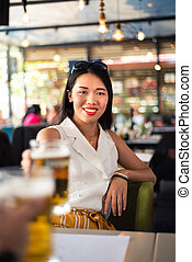 소녀, 맥주를 먹는, 에서, 그만큼, 막대기