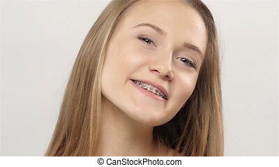 소녀, 쇼, 그녀, 미소, braces., white., 고속도 촬영에 의한 움직임