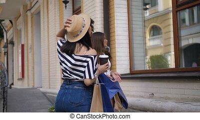 소녀, 즐거운, 복합어를 이루어 ...으로 보이는 사람, 창문, 인력이 있는, 전시