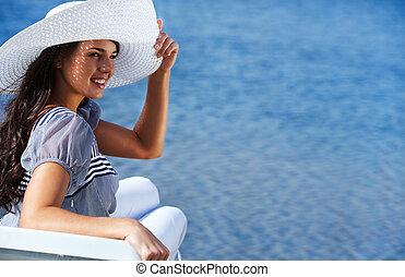 소녀, 해변