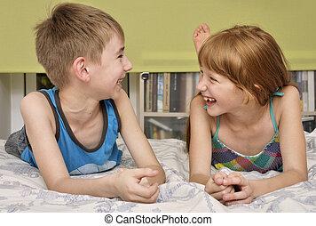 소년과 소녀, 웃음