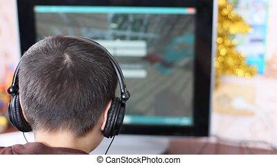 소년, 개념, 컴퓨터, game., 헤드폰, 초점, 노는 것, 도태의, 노름하는, addiction., 탐닉