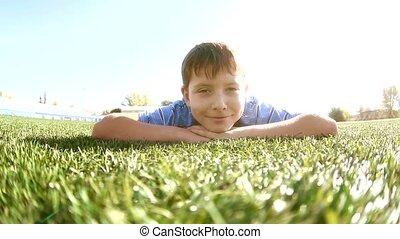 소년, 노는 것, 에서, a, 경기장, a, 건강한, lifestyle., 10대의 소년, 함, 생활 양식,...