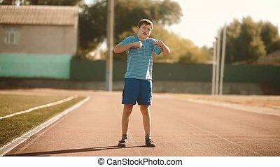 소년, 노는 것, 운동회, 에서, a, 경기장, a, 건강한, lifestyle., 10대의 소년, 함,...