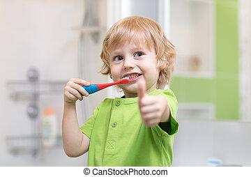 소년, 스치고 지나가는 것, 그의 것, 이, 에서, 그만큼, bathroom., 미소, 아이, 보유, 칫솔, 와..., 전시, 엄지손가락, 올라가고 있는.