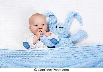 소년, 장난감 침대, 노는 것, 아기, 토끼