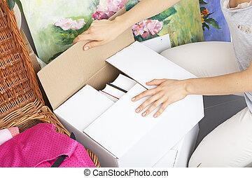 손 가까이에 있는, 상자, 이동