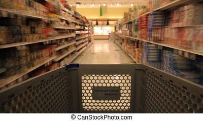 쇼핑하고 있는 식료 잡화, 상점, 손수레