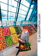쇼핑하고 있는 식료 잡화, 상점