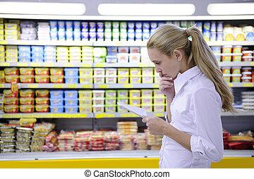 쇼핑하고 있는 여성, 그녀, 표, 슈퍼마켓, 독서
