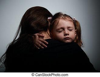 슬픈, 외치는, 딸, 고수하는 것, 그녀, 어머니, 와, 슬픈, 얼굴