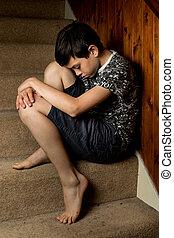 슬픈, 젊음 소년, 착석, 통하고 있는, 조금의, 층계