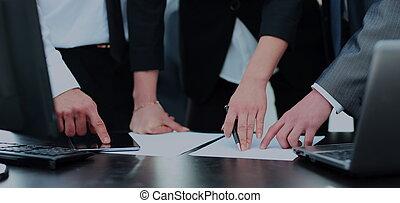 실업가의 그룹, 일, 에서, 사무실