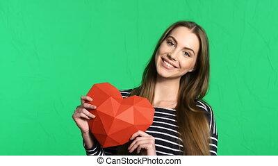 심장, 여자, polygonal, 모양, 종이, 보유, 미소, 빨강