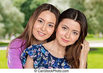 십대 후반의 청소년, 혼합한 경주, sisters/, 친구, 초상