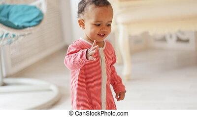 아기, 귀여운, 미소, 학습, 걷다