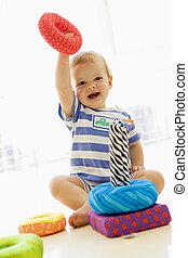 아기, 옥내에서, 노는 것, 와, 연약한 장난감