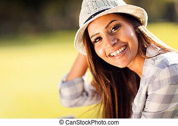 아름다운 여성, 나이 적은 편의, 옥외