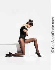 아름다운 여성, 위의, 고립된, 음탕한, 배경., 뜨거운, 자세를 취함, 다리