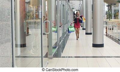 아름다운, 은 자루에 넣는다, 걷기, 대범한, 약, 상점, 상점, windows., 기계의 운전, 블론드, 복합어를 이루어 ...으로 보이는 사람