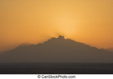 아름다운, 일몰, 위의, 사막 산, 조경술을 써서 녹화하다